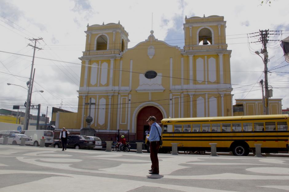 La iglesia de La Parroquia ahora cuenta con una plaza más amplia. (Foto: Fredy Hernández/Soy502)