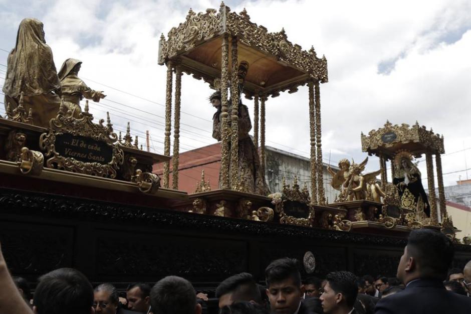 El cortejo procesional salió a eso de las 09:45 y finalizará en horas de la noche. (Foto: Alejandro Balán/Soy502)