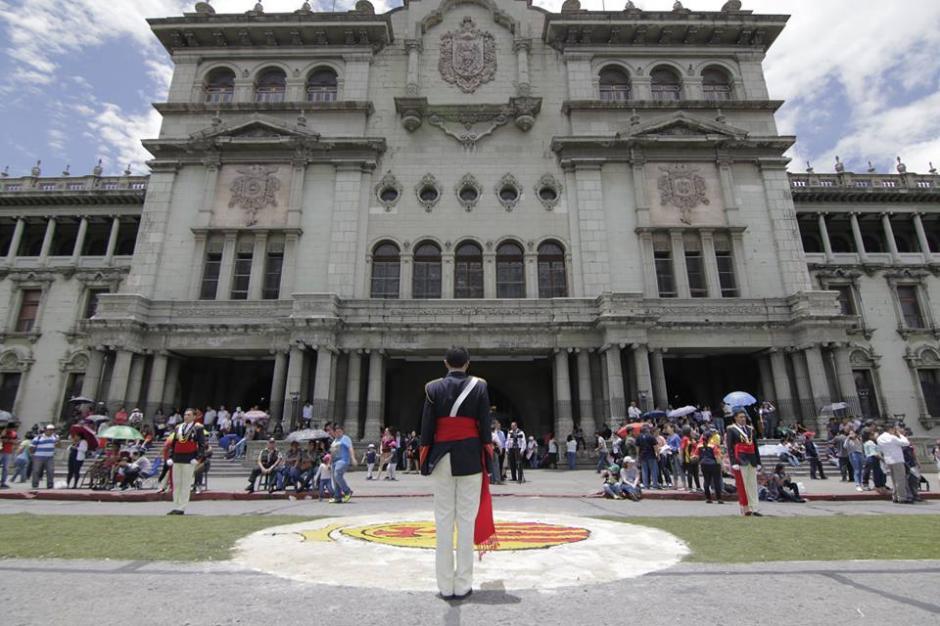 La procesión visitó la Catedral Metropolitana y el Palacio Nacional. (Foto: Alejandro Balán/Soy502)
