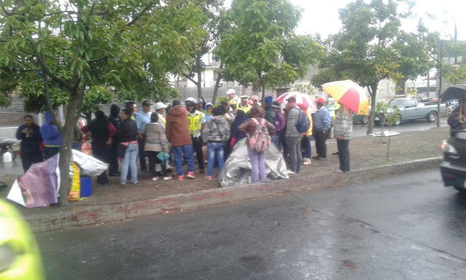 Los comerciantes se oponen a que no les permitan vender en la calzada Atanasio Tzul. (Foto: amilcarmontejoGT/Facebook)