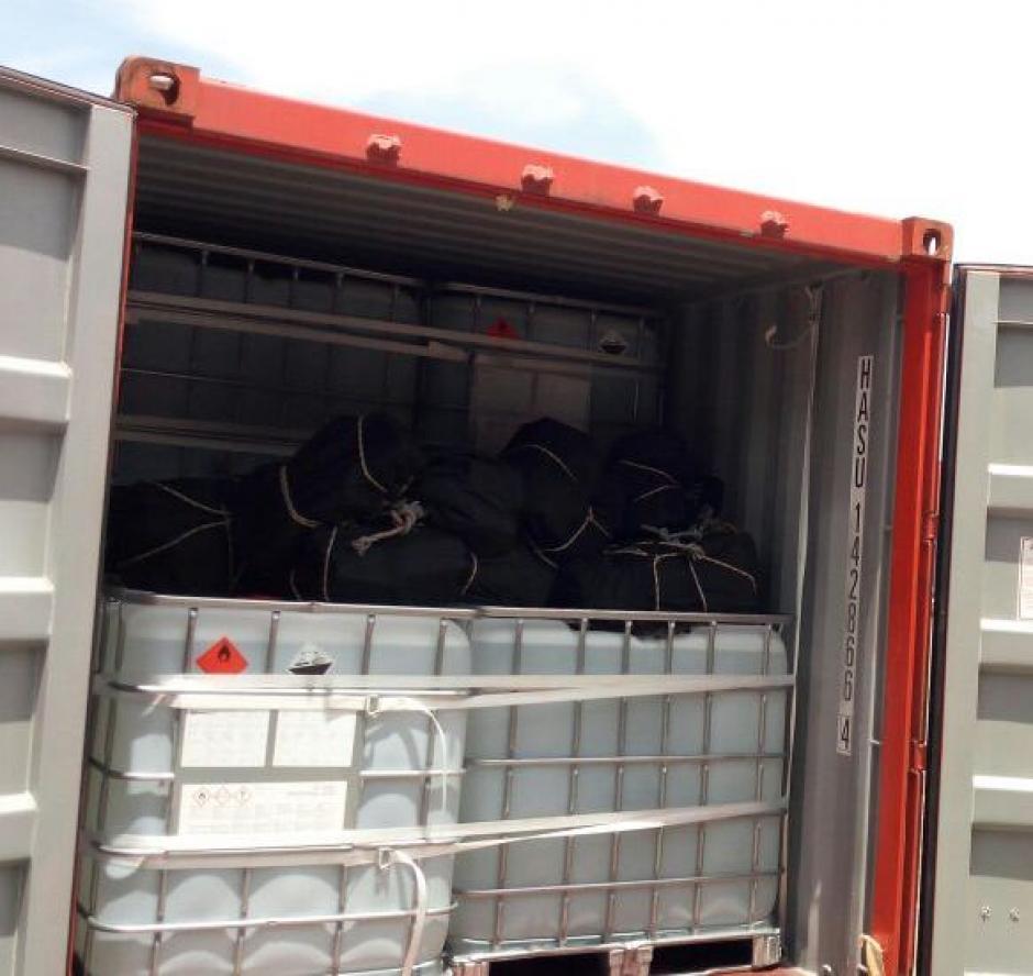 Los maletines fueron encontrados en un contenedor en el Puerto Quetzal. (Foto: PNC)