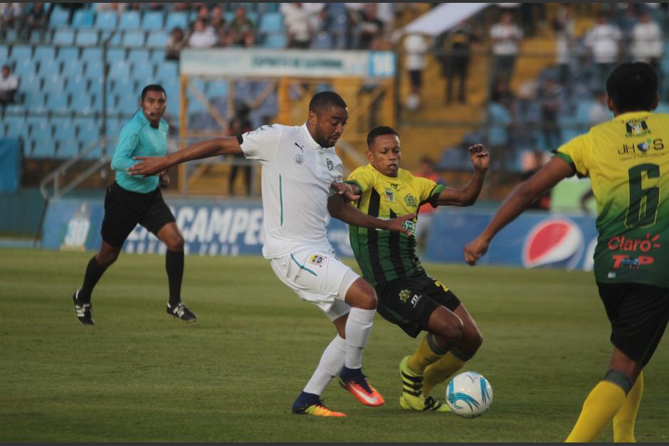 Manfred Russell marcó el 1-0 para Comunicaciones. (Foto: Luis Barrios/Soy502)