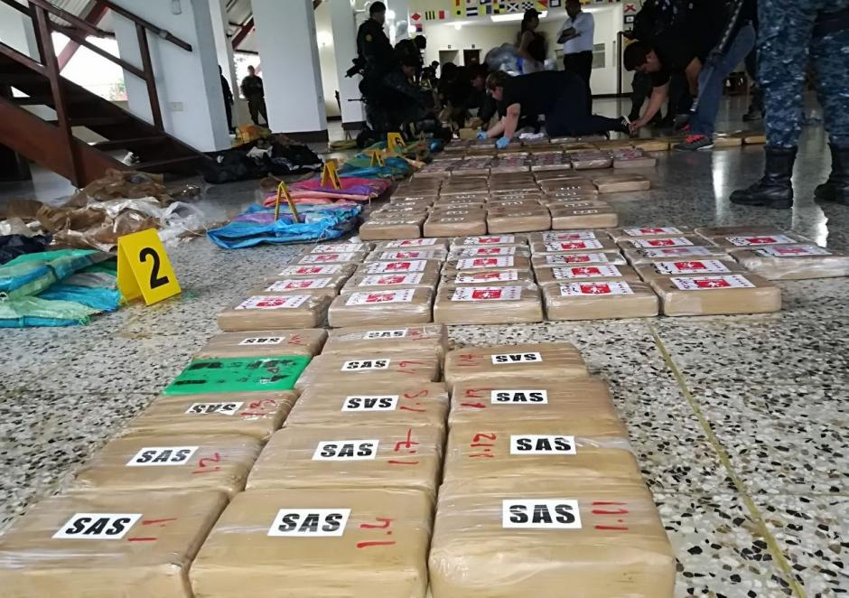 Las tulas eran transportadas en una lancha tiburonera.  (Foto: PNC)