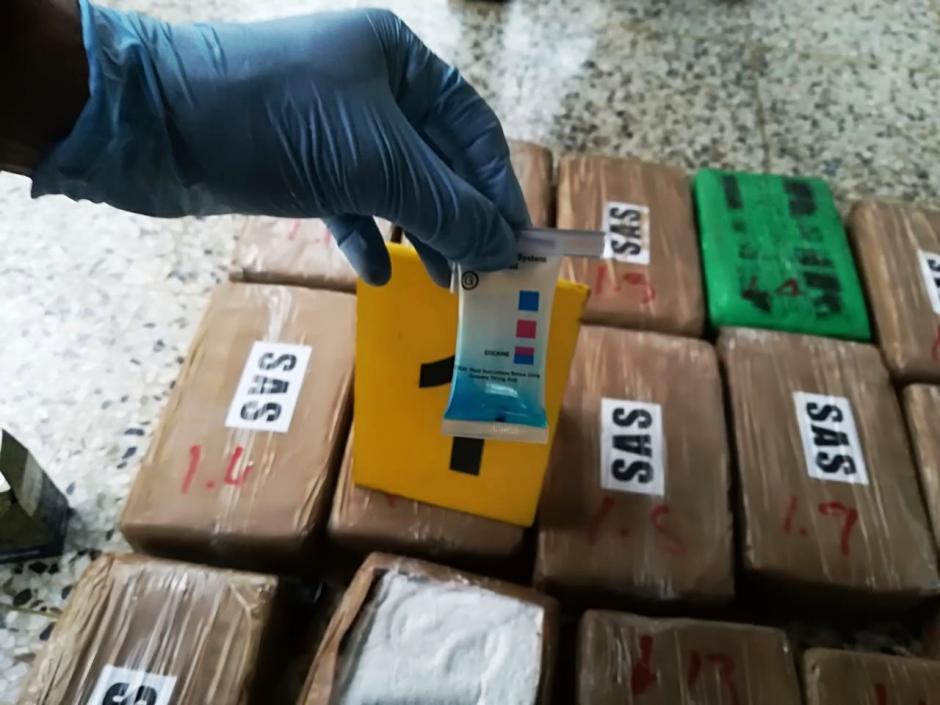 Por este caso fueron detenidos tres hombres de nacionalidad colombiana. (Foto: PNC)