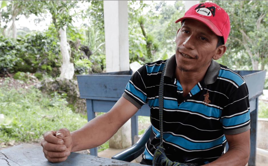 El presidente de la cooperativa espera poder exportar su café. (Foto: Alejandro Balán/Soy502)
