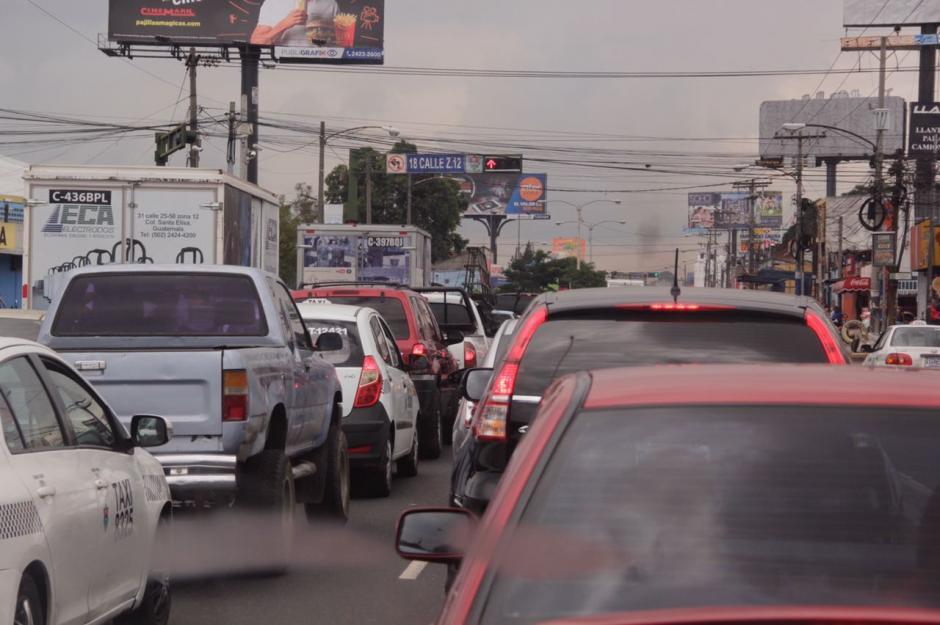 El tráfico impactó en la avenida Petapa. (Foto: Fredy Hernández/Soy502)