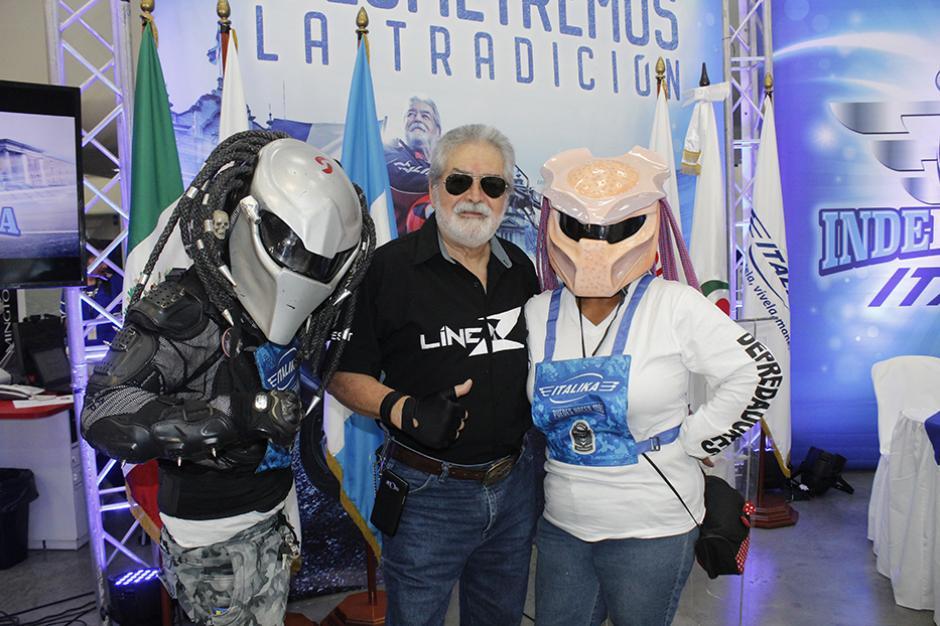 """Eddy Villa de León , conocido como el """"Zorro Mayor"""", explicó a los asistentes el sentir de la caravana. (Foto: Víctor Herrarte/ND)"""
