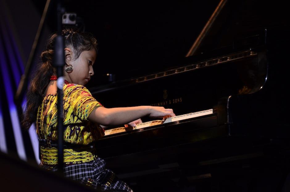 """Yahaira interpretó el """"Primer Movimiento"""" de la """"Sonatina"""" de Kuhlau. (Foto: Selene Mejía/Soy502)"""