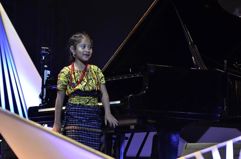 Yahaira Tubac, la niña prodigio del piano, cerró la presentación con broche de oro. (Foto: Selene Mejía/Soy502)