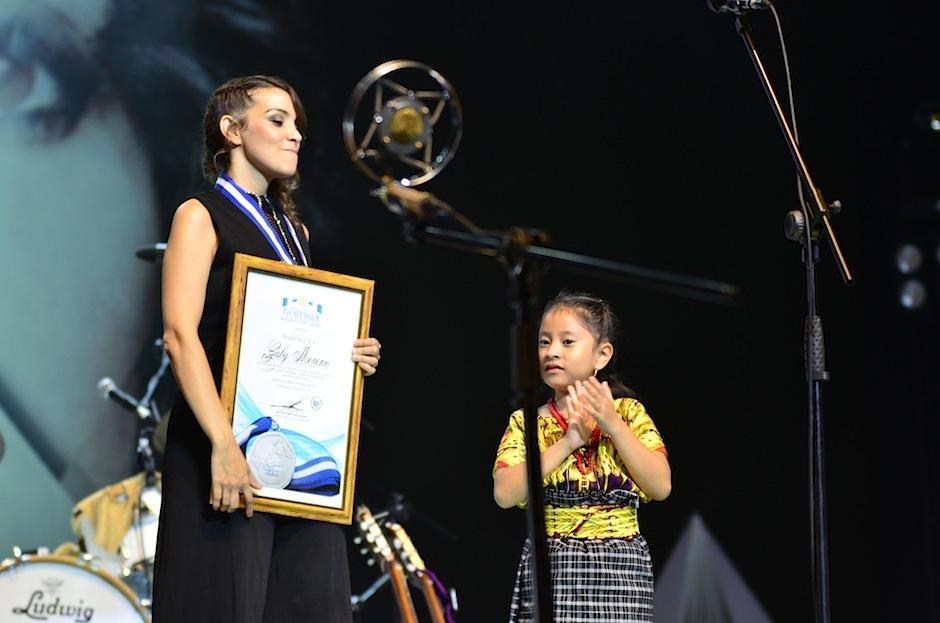 Moreno recibió el galardón por el Ministerio de Cultura y Deportes. (Foto: Selene Mejía/Soy502)