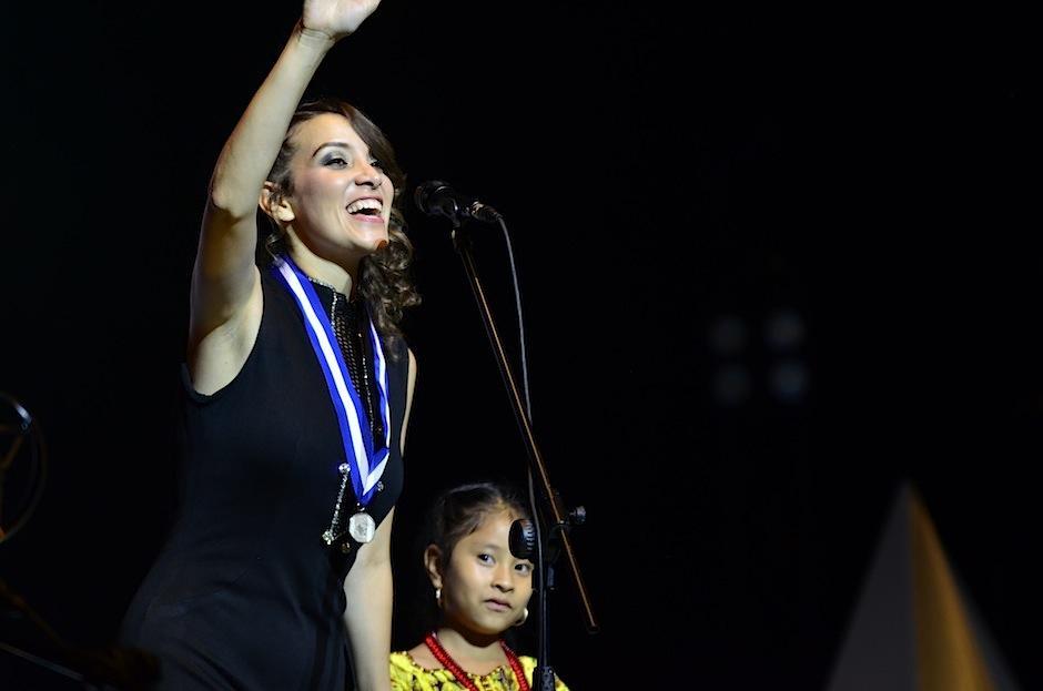 Gaby Moreno agradeció el cariño del público. (Foto: Selene Mejía/Soy502)