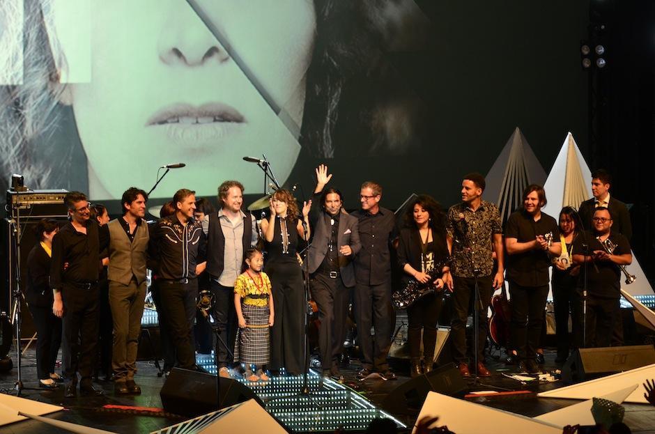 Los músicos se emocionaron por una noche especial. (Foto: Selene Mejía/Soy502)