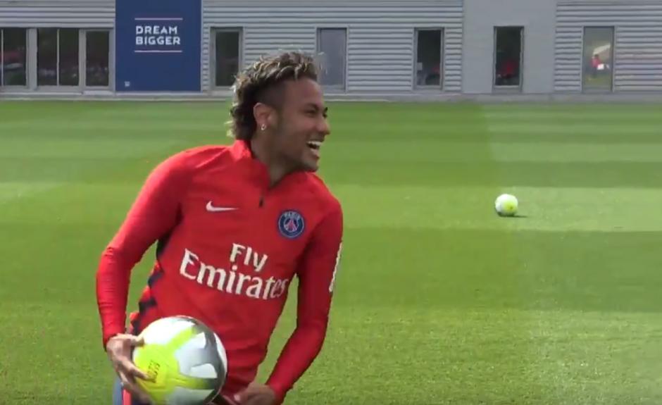 Neymar, a la espera de su transfer para debutar con PSG