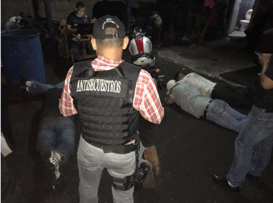 La PNC detuvo a cinco presuntos robacarros y secuestradores. (Foto: PNC)