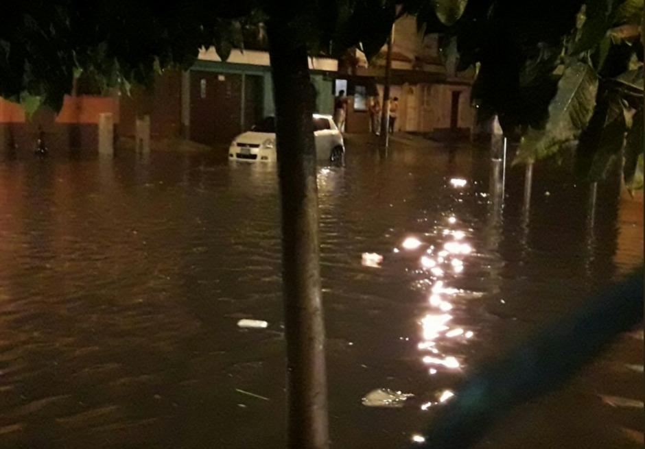 Varias calles resultaron inundadas. (Foto: Conred)