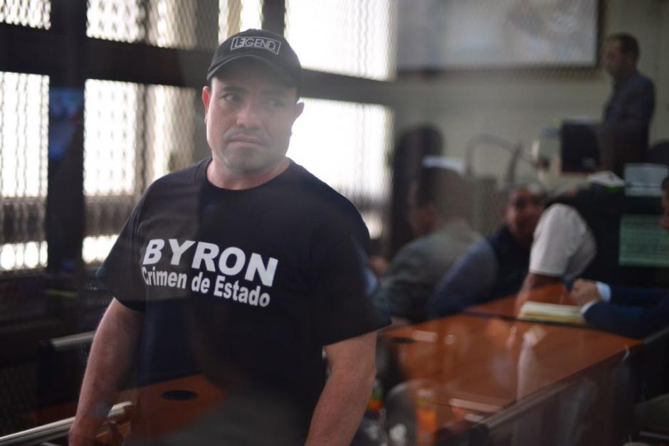 Al estilo de Byron Lima, Montiel envió un mensaje por medio de playeras. (Foto: Jesús Alfonso/Soy502)