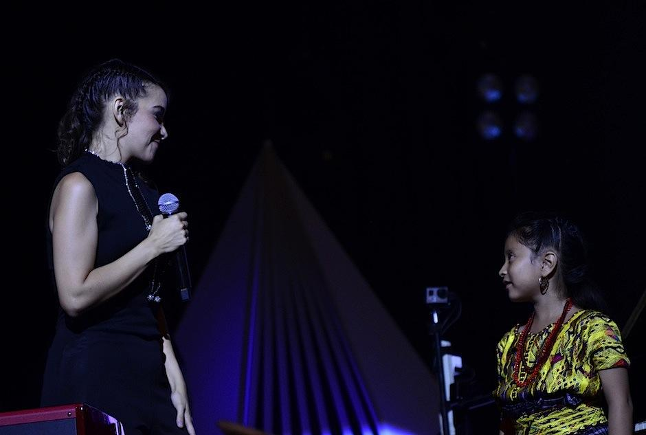 Las artistas interpretaron juntas Luna de Xelajú y Fronteras. (Foto: Selene MEJÍA/SOY502)
