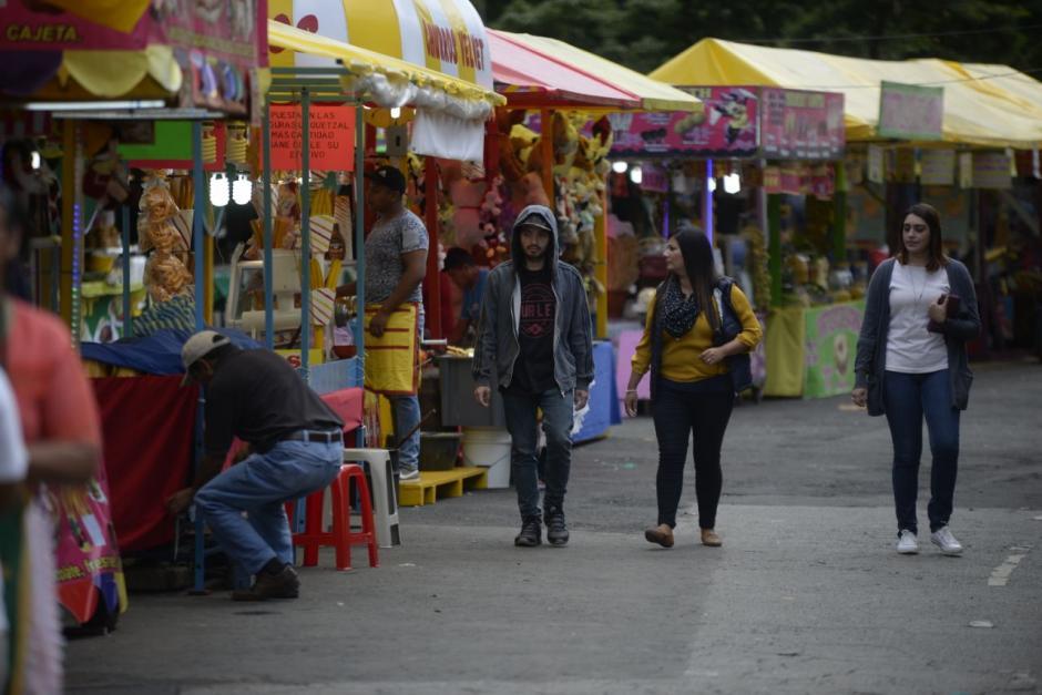 Varios guatemaltecos ya visitan la feria. (Foto: Wilder López/Soy502)