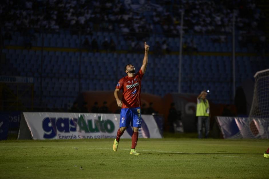 Con gol de penal los Rojos aventajan a Comunicaciones. (Foto: Wilder López/Soy502)