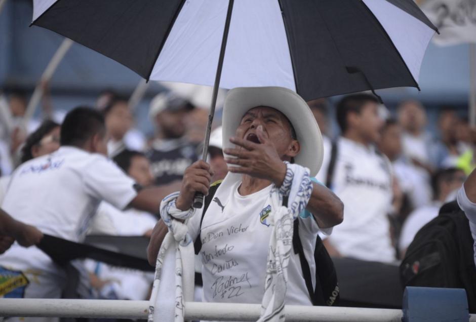Los aficionados llegaron en buen número al estadio. (Foto: Wilder López/Soy502)