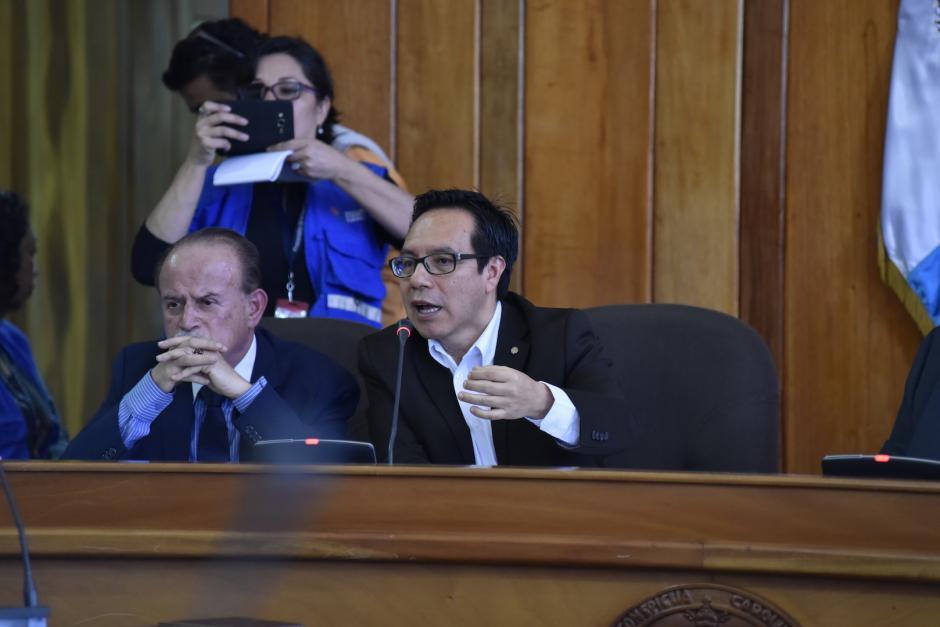 Ruben Velásquez, rector interino, cedió la audiencia con el estudiantado para conocer lo sucedido. (Foto: Anyelo García/Nuestro Diario)