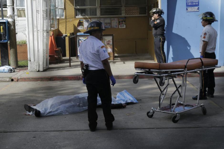 Los bomberos reportan al menos 7 heridos. (Foto: Alejandro Balán/Soy502)
