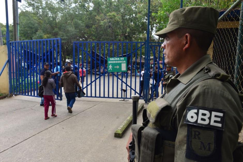 Los accesos siguen resguardados y no se permite el ingreso de particulares. (Foto: Jesús Alfonso/Soy502)