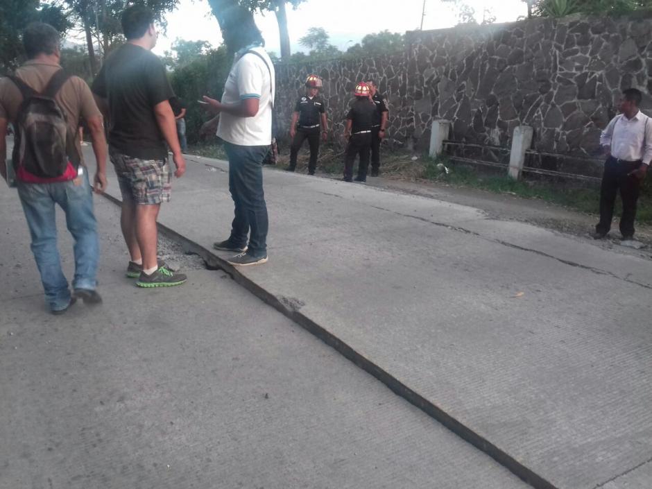 El paso vehicular ha sido suspendido por precaución en la zona. (Foto: Pablo Solís/Soy502)