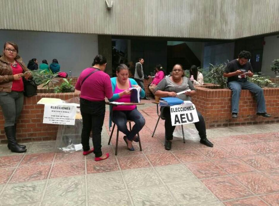 Allegados a la Comisión Transitoria de la AEU instalaron puestos de votación no reconocidos. (Foto: CEEU)