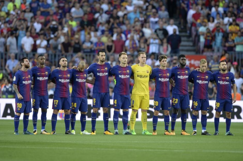 Los jugadores del FC Barcelona llevaron una playera especial para este encuentro. (Foto: AFP)