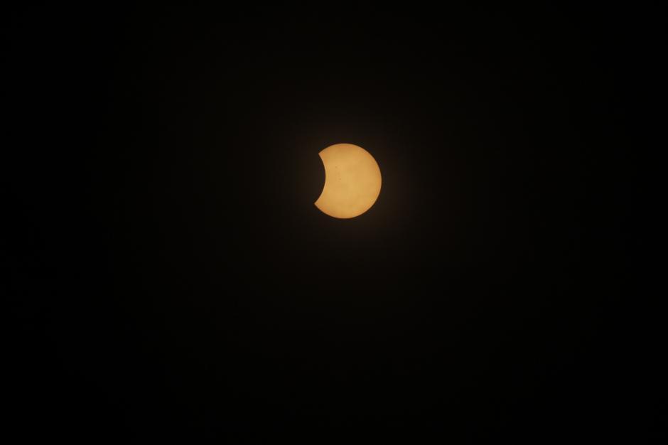 Así se observó el eclipse parcial de sol en distintos puntos de Guatemala. (Foto: Wilder López/Soy502)