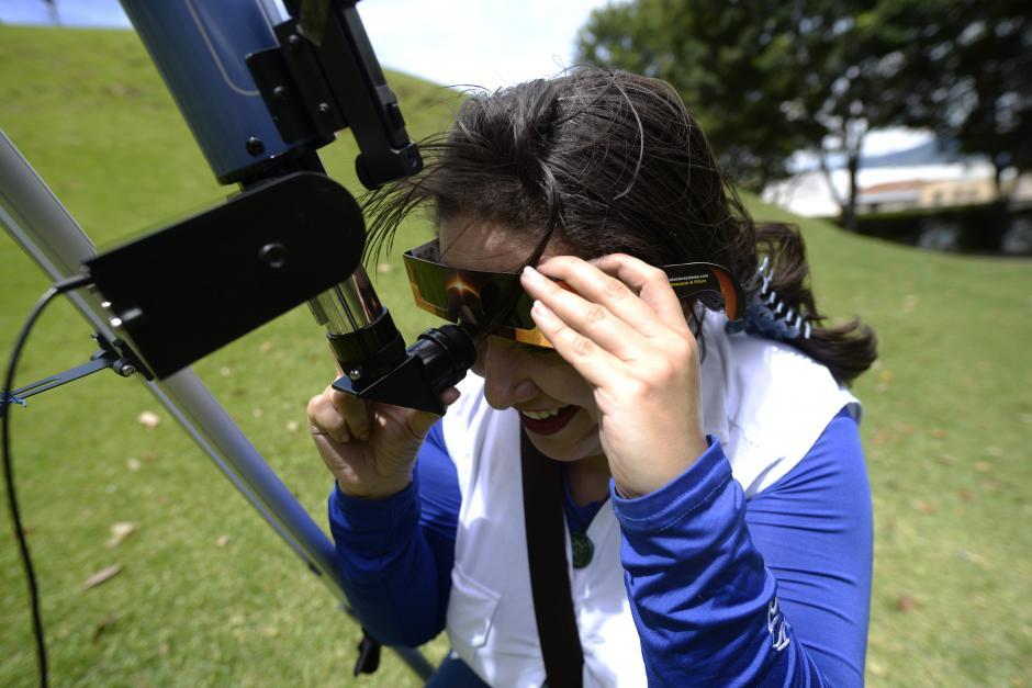 Los telescopios ofrecían una mejor experiencia a los observadores. (Foto: Wilder López/Soy502)