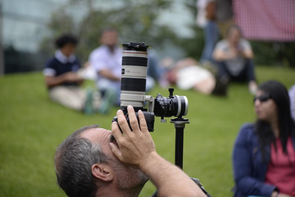 Algunos fotógrafos utilizaron filtros especiales para captar el fenómeno. (Foto: Wilder López/Soy502)