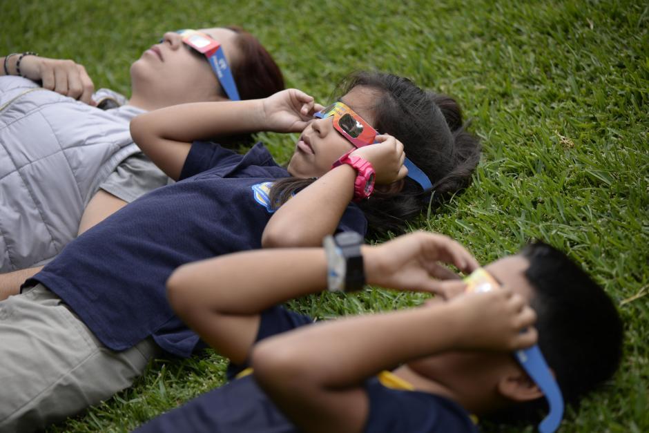 Los guatemaltecos disfrutaron del espectáculo astronómico. (Foto: Wilder López/Soy502)