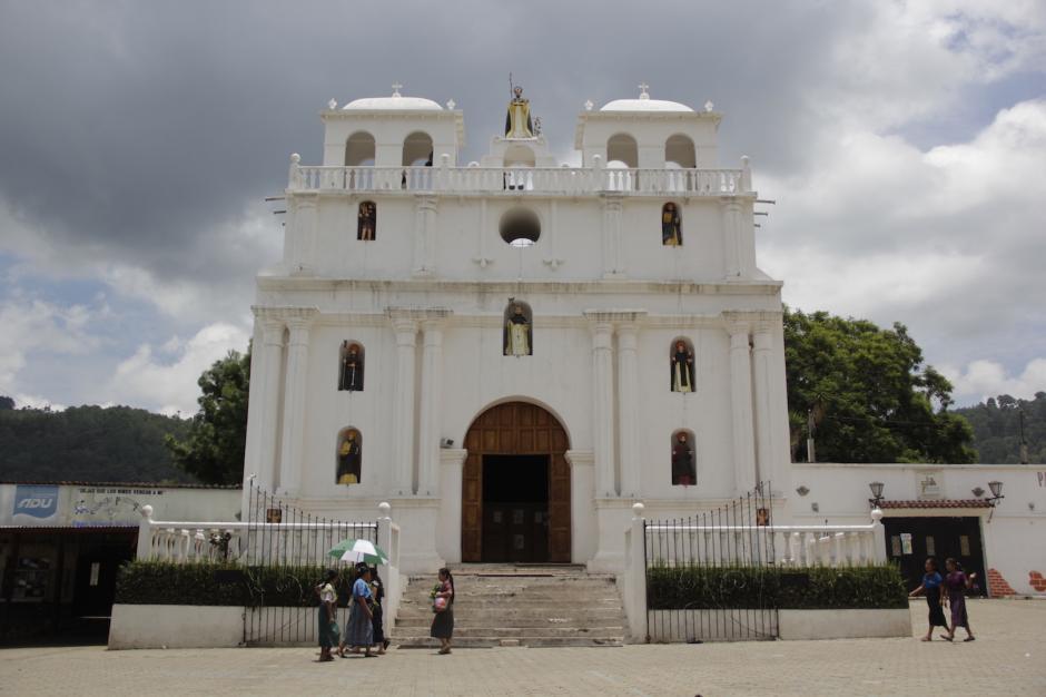 La iglesia de la localidad atrae la curiosidad de los visitantes. (Foto: Fredy Hernández/Soy502)