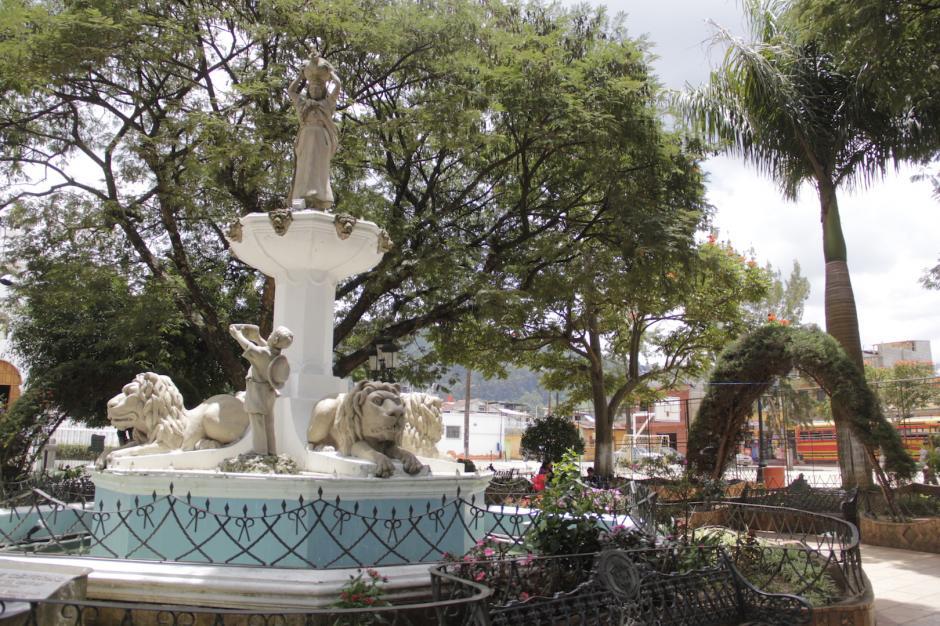 Su parque da una sensación de paz al caminar por sus alrededores. (Foto: Fredy Hernández/Soy502)