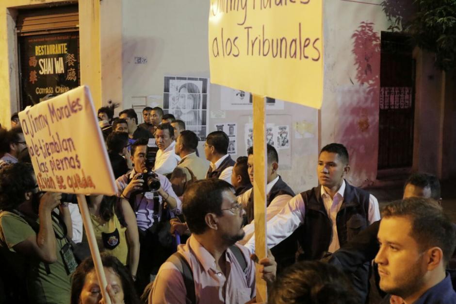 Los manifestantes piden que el Comisionado Iván Velásquez se quede en el país. (Foto: Alejandro Balán/Soy502)