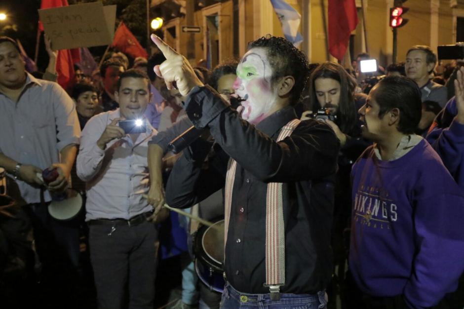 En los alrededores de Casa Presidencial fueron colocadas barreras para evitar el paso de manifestantes. (Foto: Alejandro Balán/Soy502)