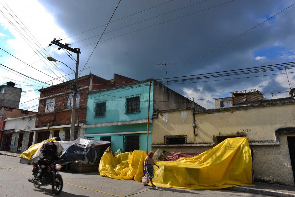 Don Hilman no se moverá hasta recuperar su vivienda. (Foto: Jesús Alfonso/Soy502)
