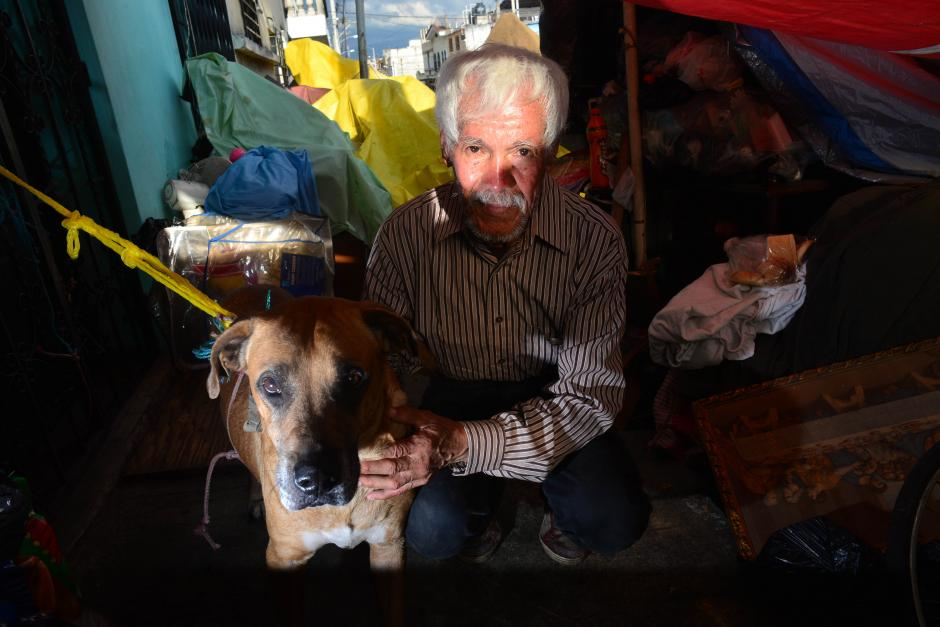 Don Hilman Martínez fue sacado de su vivienda. (Foto: Jesús Alfonso/Soy502)