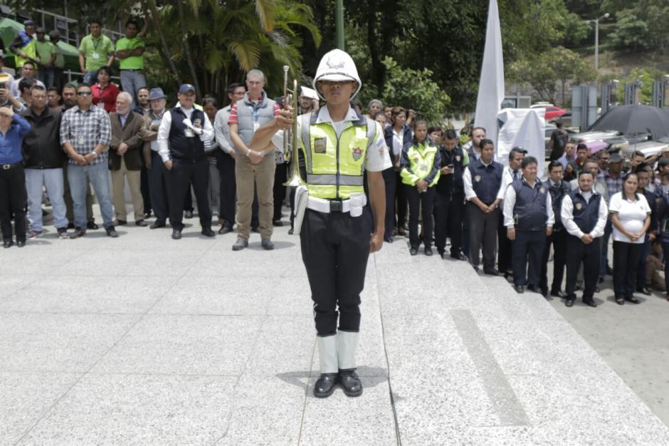 El acto aglomeró a empleados municipales de las distintas dependencias ediles. (Foto: Alejandro Balán/Soy502)