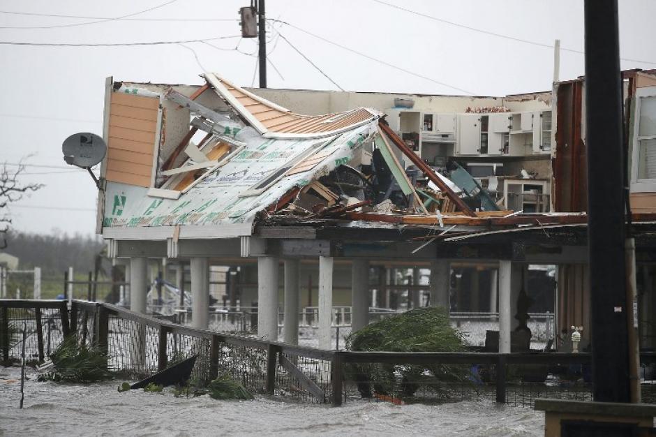 Con el paso de las horas, Harvey perdió intensidad, pero los daños son irreversibles. (Foto: AFP).