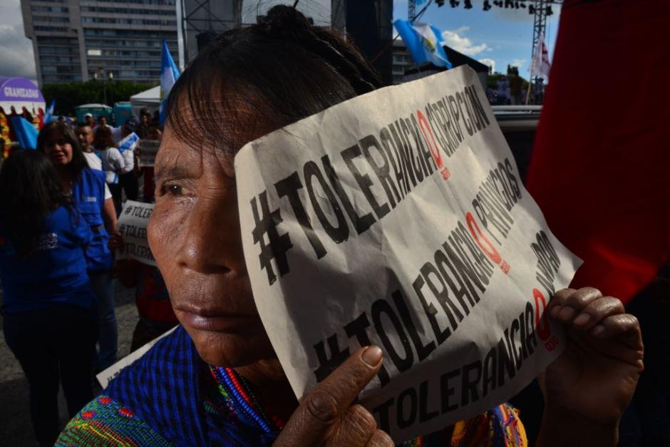 Cerca de quinientas personas se acercaron a la Plaza para manifestar. (Foto: Jesús Alfonso/Soy502)