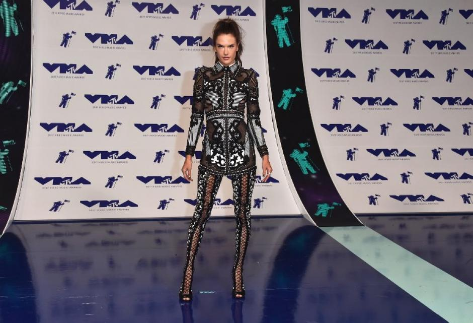 Alessandra Ambrosio en los Video Music Awards 2017. (Foto: AFP)