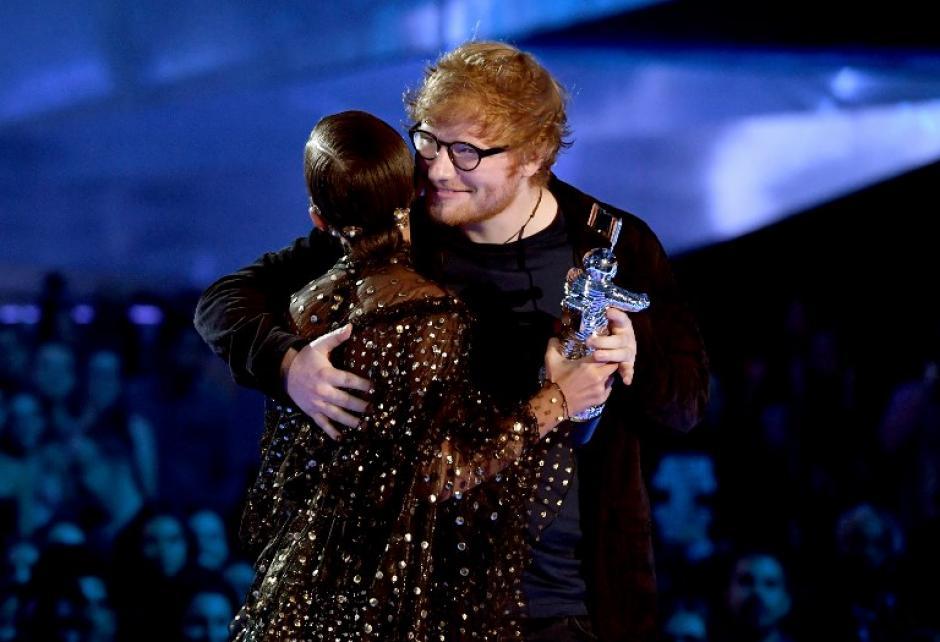 Ed Sheeran recibió el premio como mejor artista en los VMA. (Foto: AFP)