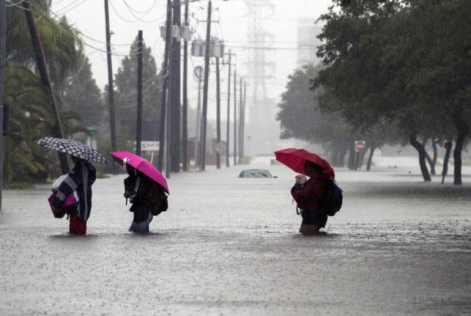 Miles de personas afectadas están en refugios. (Foto: AFP)