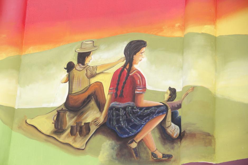 El mural más atractivo es el de una familia observando el paisaje. (Foto: Fredy Hernández/Soy502)