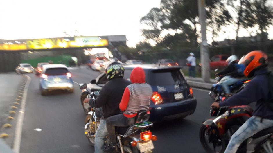 El tráfico se vio afectado unos momentos mientras era retirado el obstáculo. (Foto: Dalia Santos/PMT)
