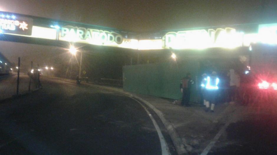 El furgón quedó sobre el puente del Trébol. (Foto: Dalia Santos/PMT)
