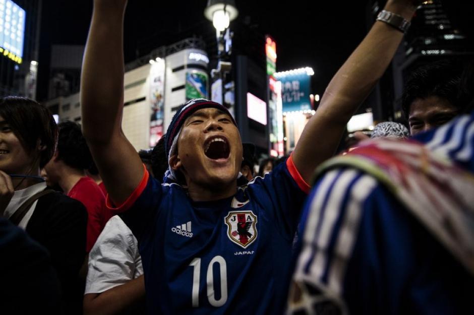 Los aficionados japoneses celebraron la clasificación mundialista. (Foto: AFP)